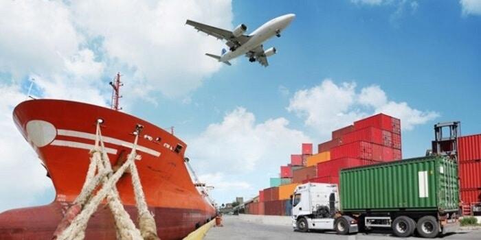 So sánh dịch vụ vận tải hàng hóa đường bộ và đường sắt