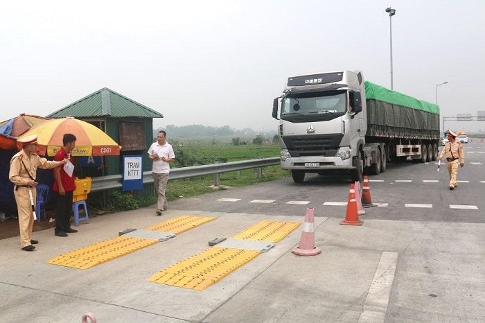 Quy định xử phạt xe chở hàng quá tải bằng đường bộ hiện nay