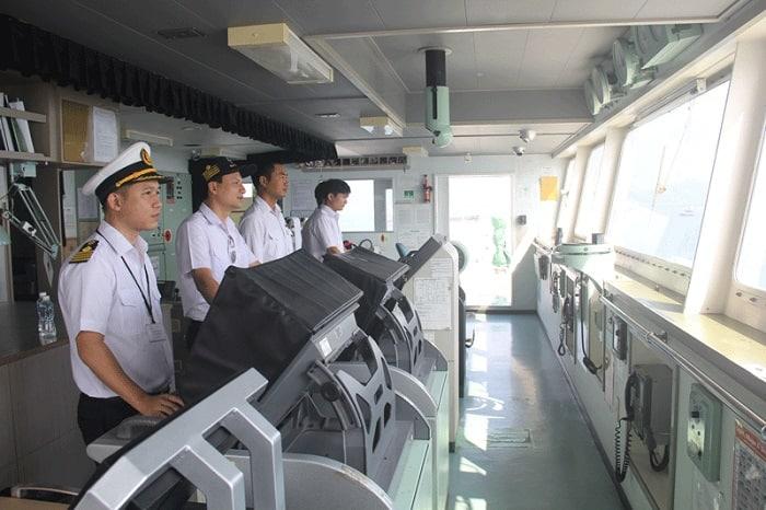 Hoa tiêu hàng hải là gì? Tìm hiểu dịch vụ hoa tiêu hàng hải hiện nay